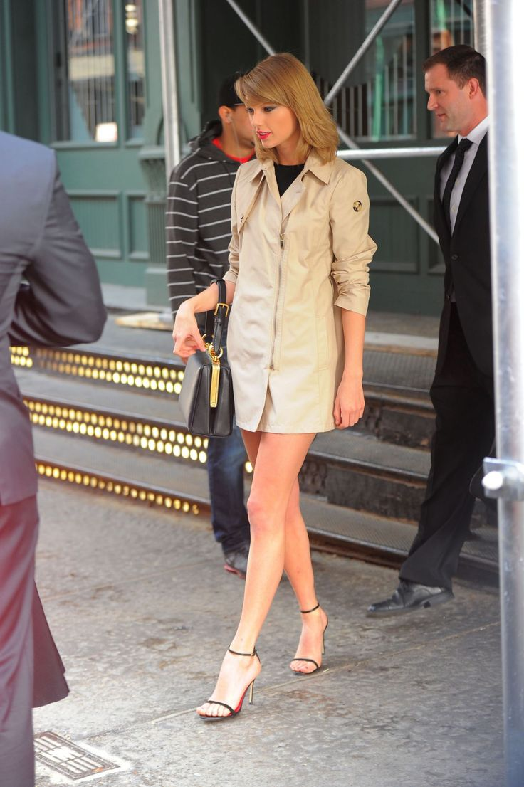 Taylor Swift in NYC – Leaving & Returning to Her Apartment ...