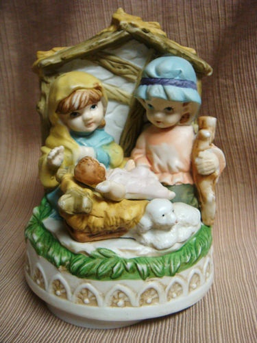 "Porcelain Turning MUSIC BOX ""Silent Night"" - Children Nativity Scene  VERY SWEET: De Música Colección, Treasure Boxes Smal, Natural Child, Boxes Silent, Children Native, Music Boxes, Native Scene, Interesting Items, Nativity Scenes"