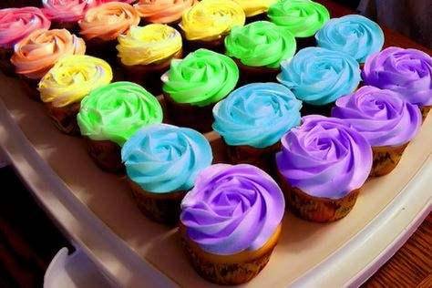 Разноцветный крем для капкейков