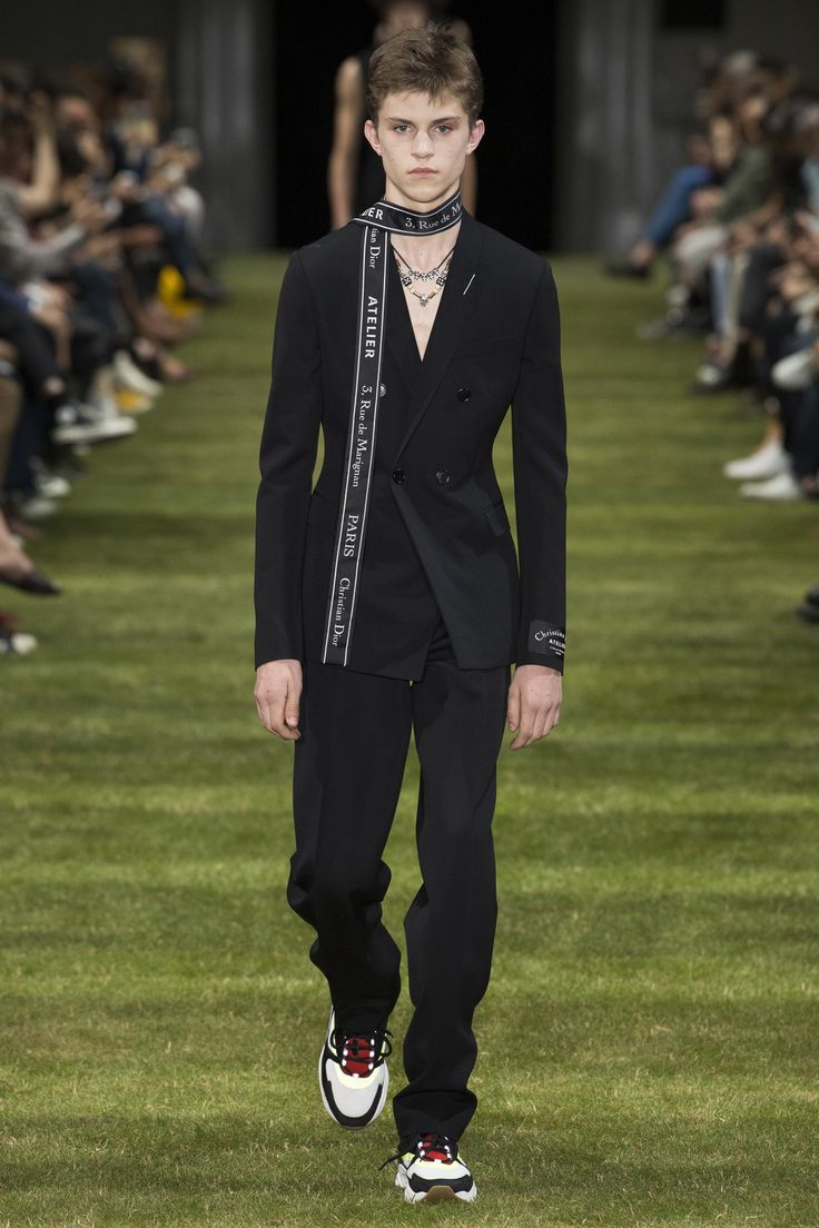 Dior Homme Spring 2018 Menswear Fashion Show Collection