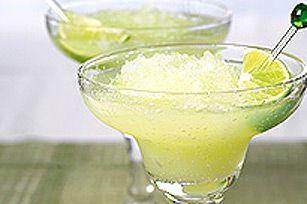 Il fait chaud? Rien de tel qu'un pichet de margarita glacée pour vous rafraîchir. Pas trop sucrée, notre variante est rehaussée d'une note de citron et de lime. La boisson idéale pour un après-midi entre amis!