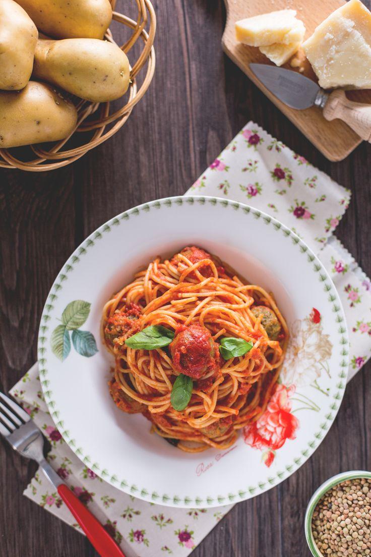 Dagli Stati Uniti un classico della tradizione italo-americana rivisitato in chiave #veg: #spaghetti con le polpettine vegetariane! #Giallozafferano #recipe #ricetta