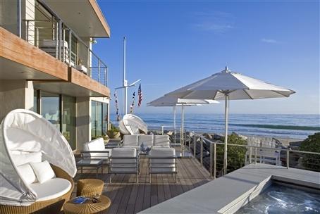 Clean Pool Deck Design And Oceanviews In Santa Barbara California