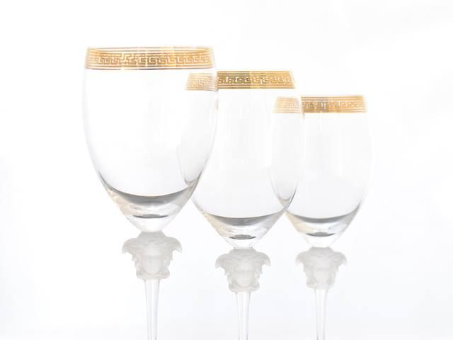 #MEDUSA D'OR. Copas para vino en una sinfonía de oro y cristal de #Versace.