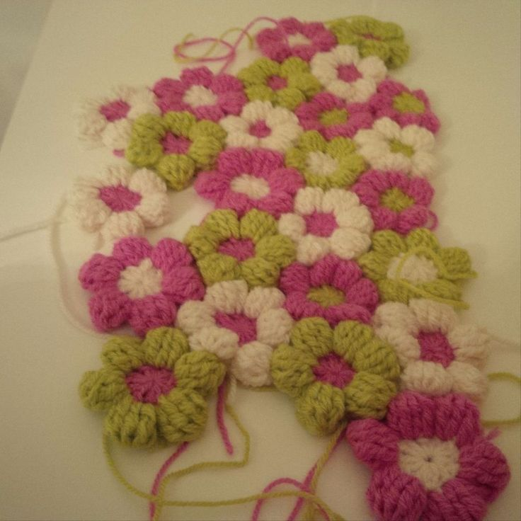 80 CROCHET FLOWERS ... IDEAL FOR CRAFTER S TO USE THEIR IMAGINATION WITH