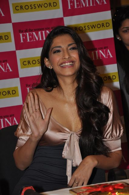 Sonam Kapoor Sexy Cleavage Show At The 'Femina' Magazine Issue Launch - Kapoor Cleavage