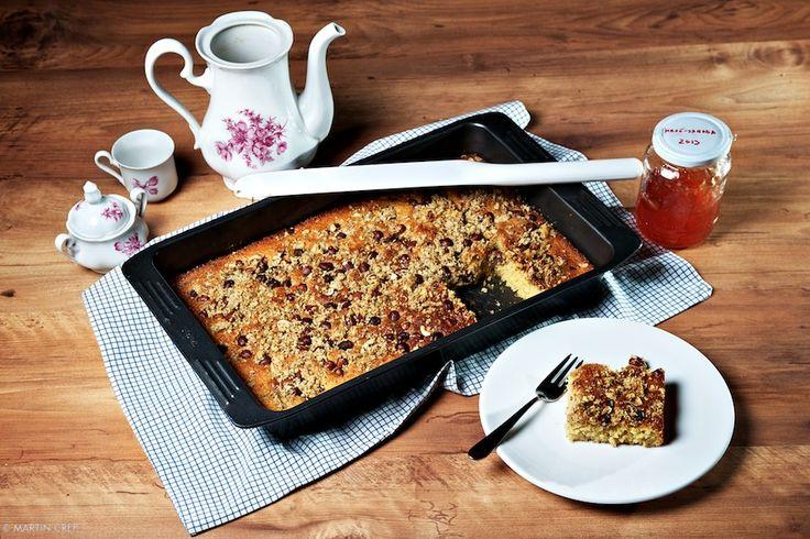 Krehký marhuľový koláč s lieskovcami