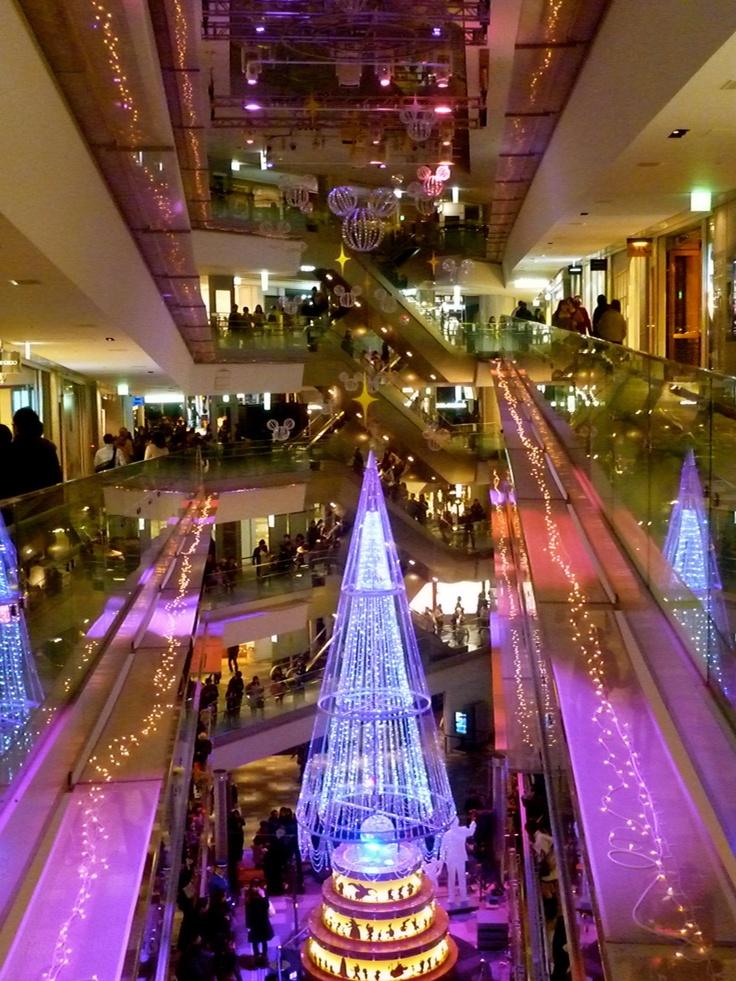 Christmas illuminations in Roppongi Hills, Tokyo (December 2011)