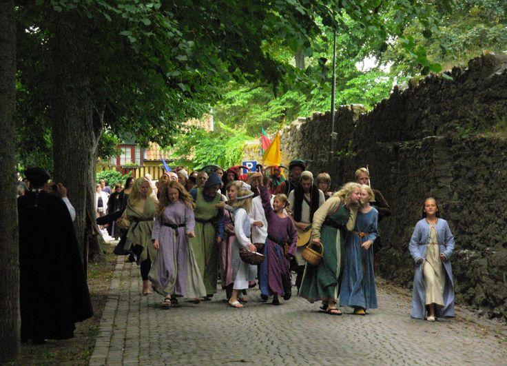 Parade in Visby photo by Merry Folk Medeltidsveckan http://www.medeltidsveckan.se/
