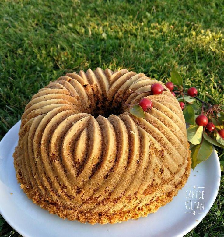 """5,937 Likes, 83 Comments - Cahide Sultan (@cahide_sultan) on Instagram: """"Artan çayla yapabileceğiniz nefis bir kek tarifi. Bu kekte süt yerine çay kullanıyoruz. Çayın…"""""""