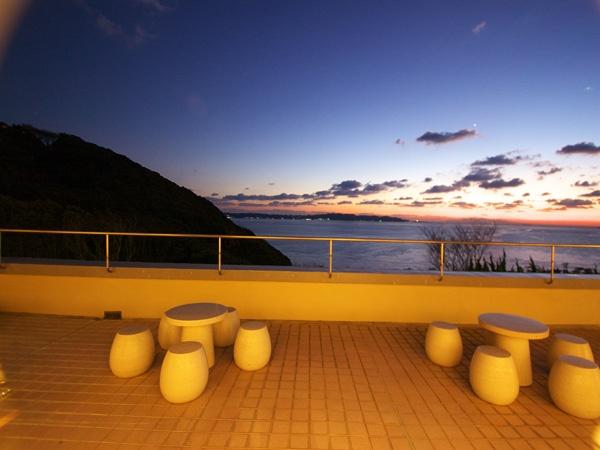 鏡ケ浦に沈む夕日。