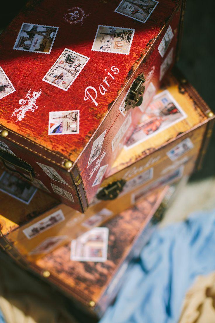 Διακοσμητικά vintage κουτιά με γραμματόσημα και προορισμούς