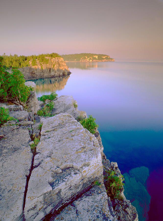 ✮ Rocky shoreline - Lake Huron - Bruce Peninsula National Park, Ontario