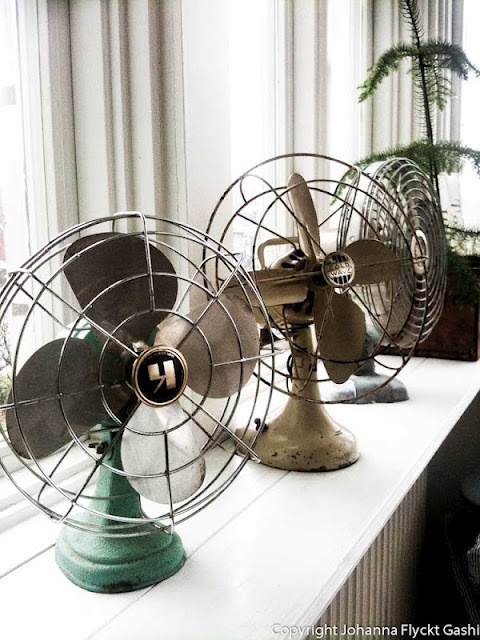 Love these vintage fans