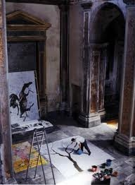 Miquel Barcelo painting in Sicily. Photo Jean Marie del Moral