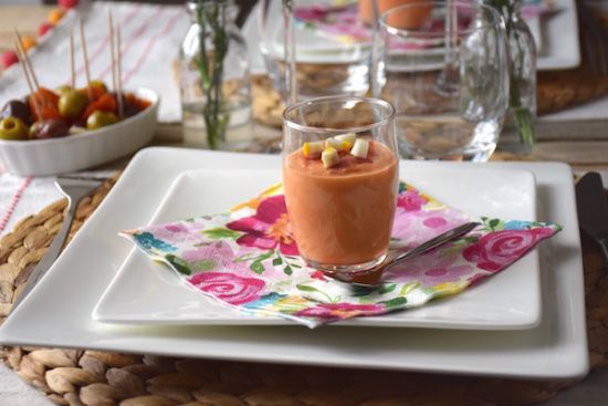 Creamy Spanish salmojero : tomato soup , bread and olive oil. Long live the summer ! /  Onctueux salmojero espagnol : Soupe à base de tomates, pain et filet d'huile d'olive. Vive l'été!