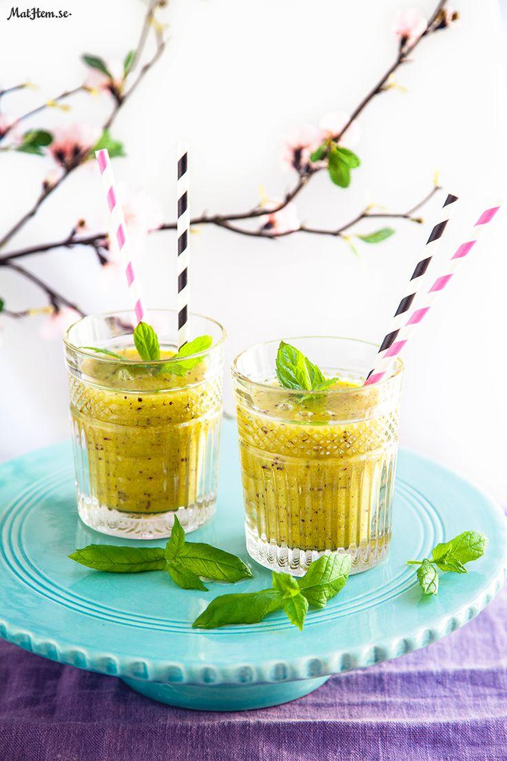 Kiwi- och #ingefärssmoothie - En riktig vitaminkick! Svalkande smoothie med bland annat kiwi, mango och ingefära. http://www.mathem.se/recept/kiwi--och-ingefarssmoothie