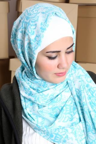 Pretty #shawl with nice prints, goes perfectly with the casual style. #hijab #hijabchic #hijabfashion #hijabstyle