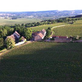 Luxe villa met zwembad in de Bourgogne vind je bij Cazebonne. Kijk op onze website voor meer vakantiehuizen en villas in Frankrijk.
