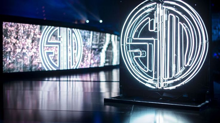 Nine splits nine finals: A reflection on Team SoloMid's many iterations http://www.espn.com/esports/story/_/id/19202879/nine-splits-nine-finals-reflection-team-solomid-many-iterations #games #LeagueOfLegends #esports #lol #riot #Worlds #gaming
