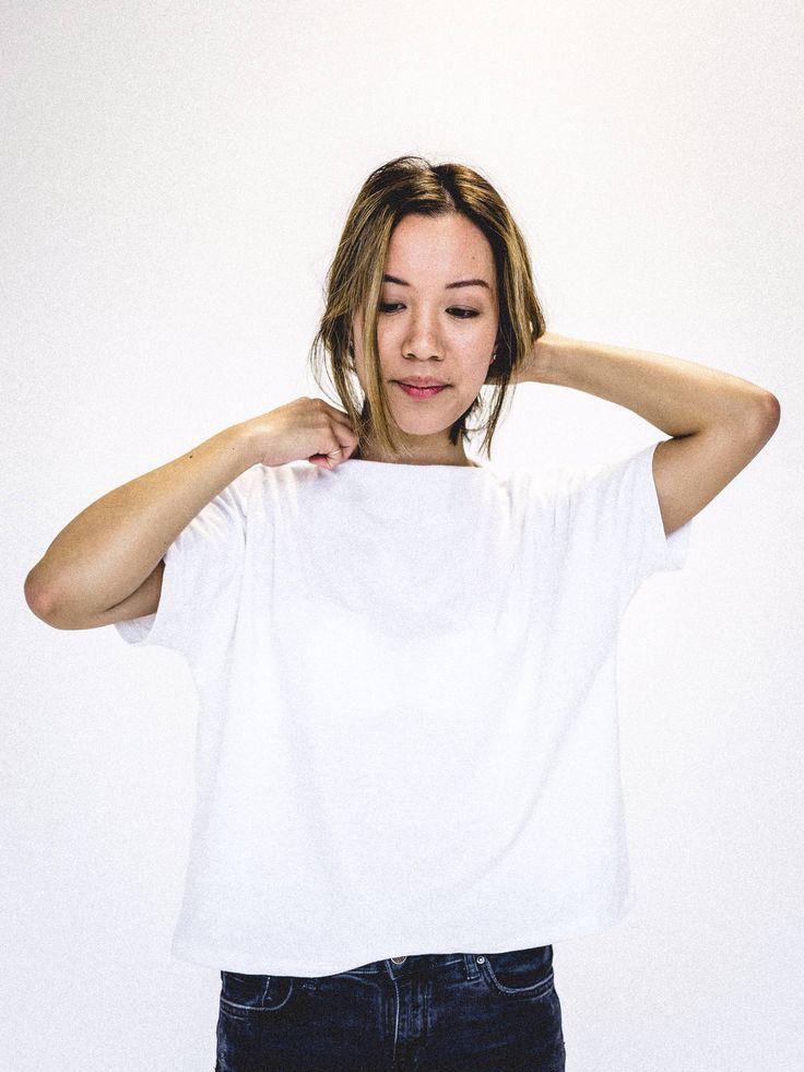 Chandail basique blanc essentiel. Tee-shirt minimaliste femme. Coton biologique et polyester recylé. www.vymoo.com