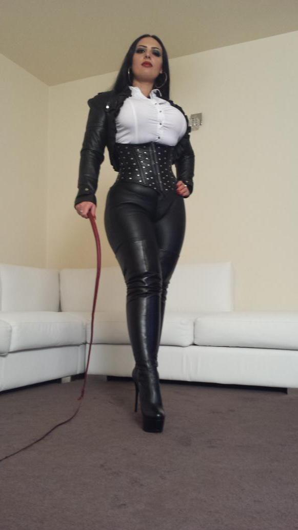 Порно с леди в строгом черном костюме фото 523-970