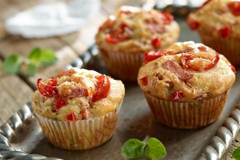 Przepis na doskonałe wytrawne muffiny, które smakują jak pizza! W sam raz jako przekąska lub… pyszne śniadanie!