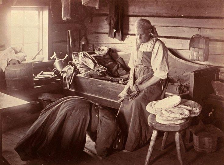 Фотограф Инха (Нюстрём) Инто Конрад  Невеста ,после свадьбы,первые месяцы должна была кланяться матери жениха