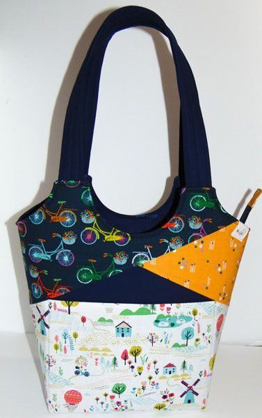 Stand Up Tote Gets Zippered - Andrie Designs