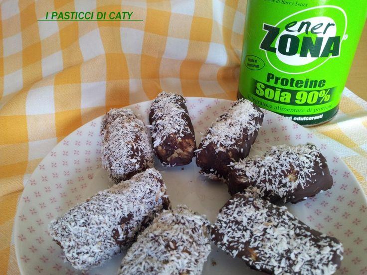 Oggi le barrette proteiche fatte in casa cocco e cioccolato :-) sono buonissime!