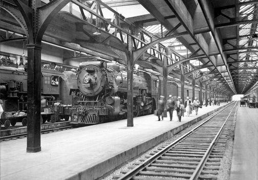 Image : HM_ARC_003486  Gare Windsor et quai d'embarquement     Photographie  Archives du Chemin de fer Canadien Pacifique  © Archives du Chemin de fer Canadien Pacifique (# NS 7606), © Héritage Montréal
