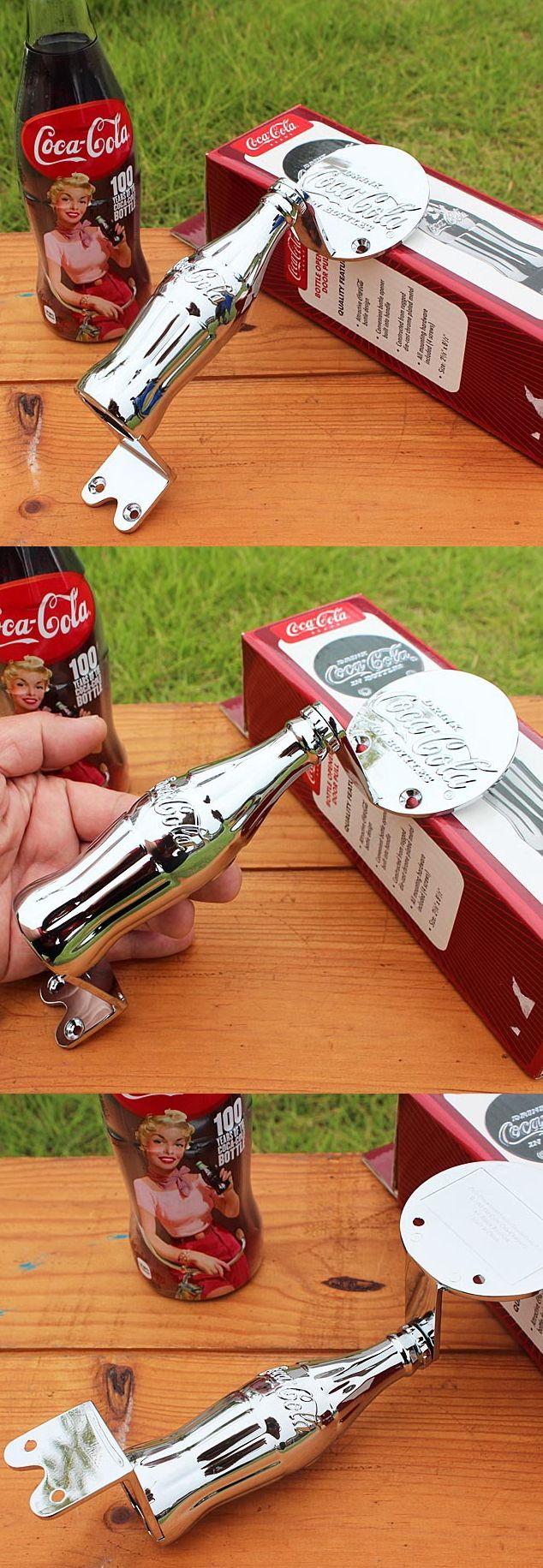 コカコーラの金属製の栓抜きがドアハンドルにもなる。おしゃれなコカコーラグッズ。