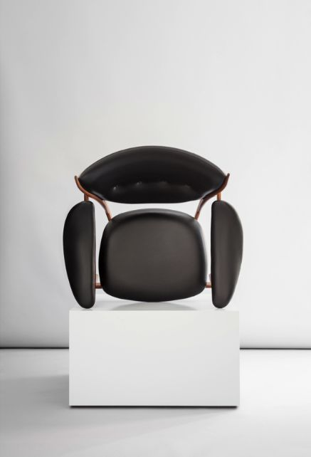Chieftains Chair by Finn Juhl / One Collection. Sorensen Leather: Elegance / Black Photo: Jonas Bjerre-Poulsen / #NORMarchitects #sorensenleather #finnjuhl #onecollection_finnjuhl