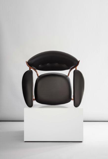 Chieftains Chair by Finn Juhl / One Collection. Sorensen Leather: Elegance / Black Photo: Jonas Bjerre-Poulsen / #NORMarchitects #sorensenleather #finnjuhl #onecollection_finnjuhl