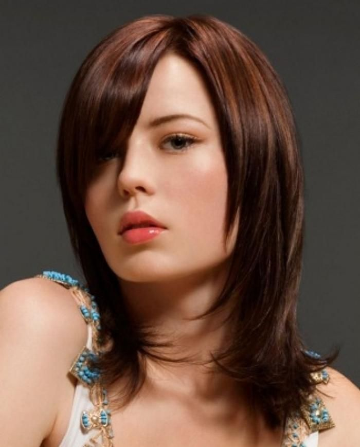 варианты стрижек на средние волосы фото тамады