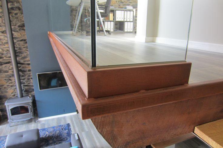 Perfil en acero corten para barandilla de vidrio.  #barandillas  #entreplanta   #escaleras  #cristas