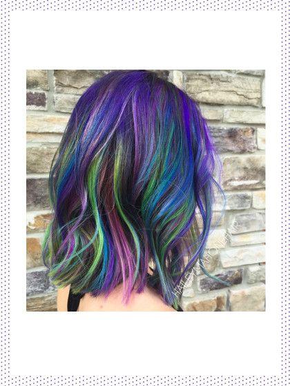 Orionnebel oder die Andromedagalaxie auf dem Kopf? Aber gerne doch. Eurer Fantasie sind beim Galaxy Hair-Trendkeine Grenzen gesetzt.