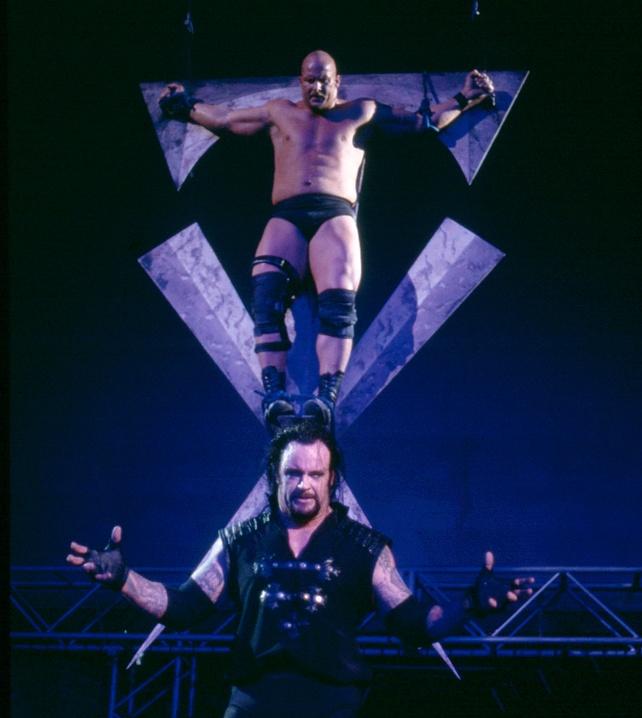 "Undertaker ""crucifies"" Stone Cold Steve Austin: Monday Night Raw"