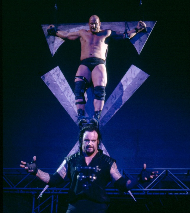 "Undertaker ""crucifies"" Stone Cold Steve Austin: Monday Night Raw"