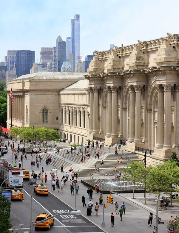 David H. Koch Plaza at the Metropolitan Museum of Art © OLIN / Sahar Coston-Hardy
