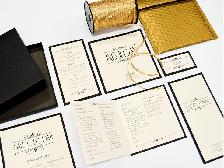 Bröllopskortet trycks på ett glittrigt exklusivt papper som monteras på ett tjockt svart ark, som ger en fin inramning. Champagne finns i guld och silver.