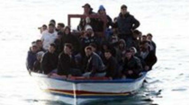 Ινδονησία: 15 οι νεκροί από το φονικό ναυάγιο - http://www.greekradar.gr/indonisia-15-i-nekri-apo-to-foniko-navagio/