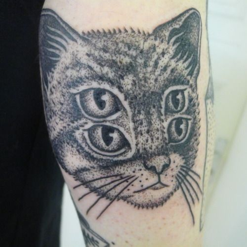 424 best tattoo images on pinterest for Cat eyes tattoo designs
