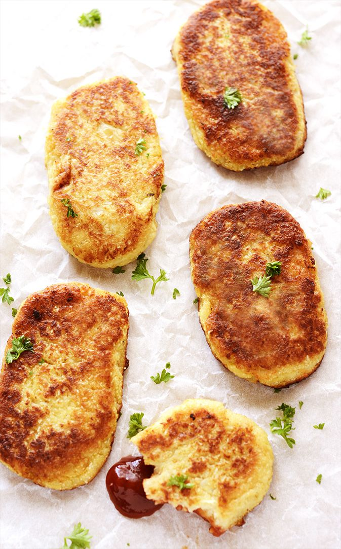 These delicious Gluten-Free Vegan Cauliflower Hash Browns, are so easy to make and they are crispy on the outside and moist on the inside!
