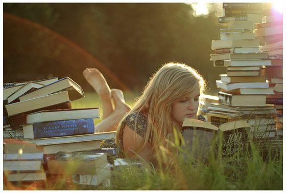 Sal con una chica que lee. Sal con una chica que se gasta el dinero en libros en vez de en ropa....