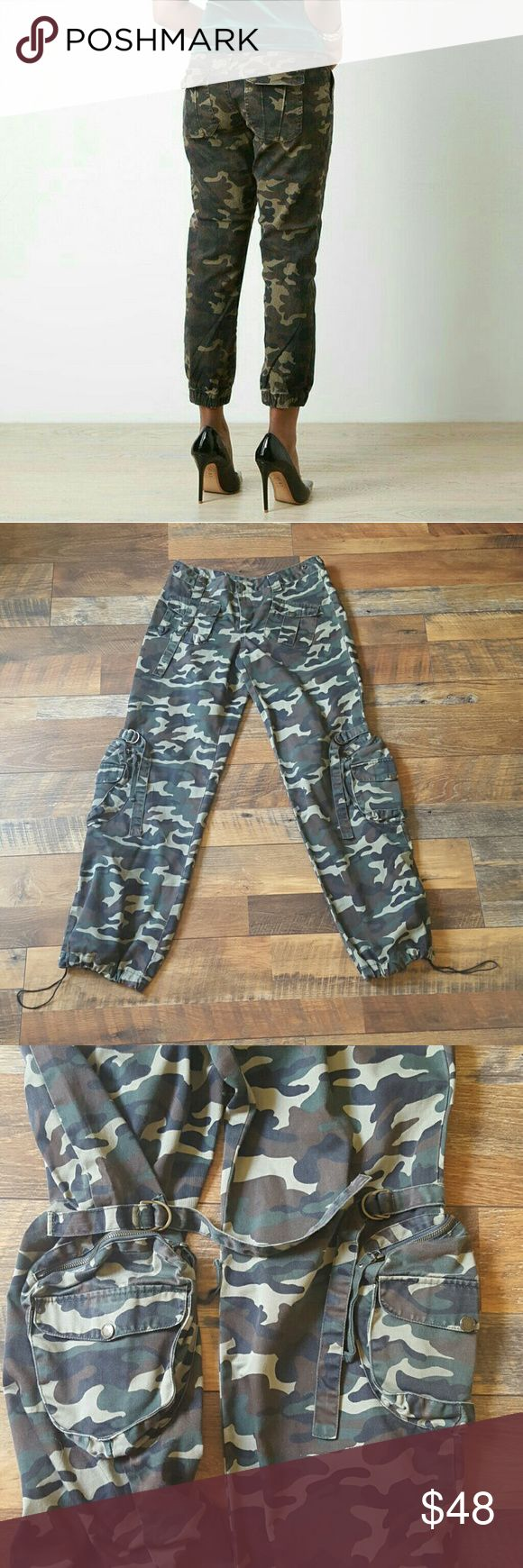 "Camo Red Fox Jeans Camouflage 29 Awesome pair of camo jeans with lots of cool details vintage military camo details throughout. Has adjustable waist snap on place the pants can be make a straight Fit at the bottom or adjust.  • 2 back pockets with straps  • 2 front pockets with straps/ button  • 2 Pockets on the legs with straps above them • Waist can be adjusted from 29 to 32 • 40% Polyester  60% cotton   Brand: Red Fox  Marked size: L Measurements  • Waist: 29""  32"" • Hips: 42"" • Rise: 9 •…"