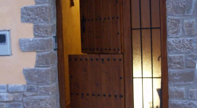 Apartamentos Casa Angelita - #CountryHouses - $38 - #Hotels #Spain #OlocaudelRey http://www.justigo.co.in/hotels/spain/olocau-del-rey/casa-angelita_23464.html