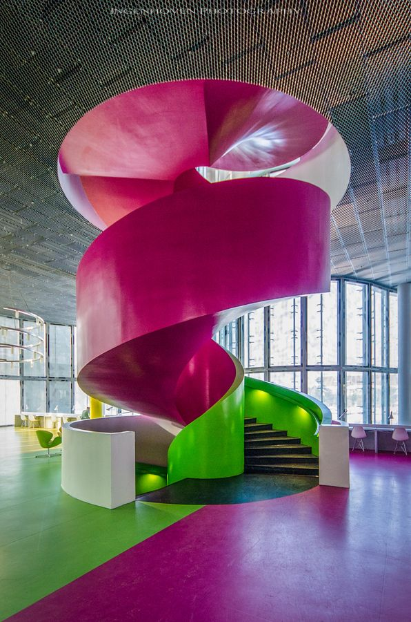 fuschia+green By Ingenhoven Photog leading to kids play room area!