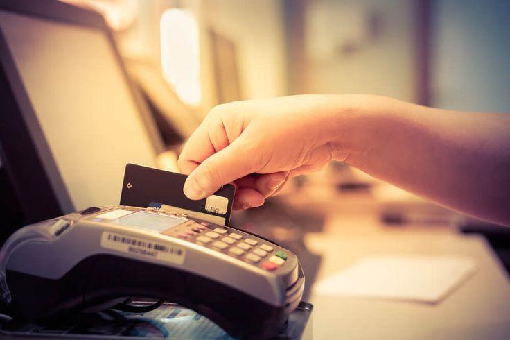 Har kredittkortet gått varmt i ferien? Slik kan du enkelt spare tusenlapper