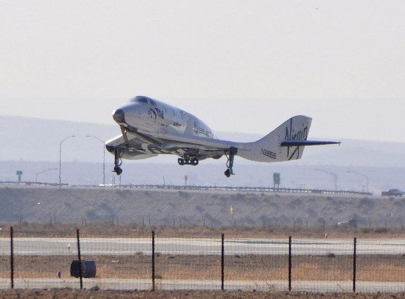 2013-04-29 SpaceShip 2 lands after 1sr supersonic test flight